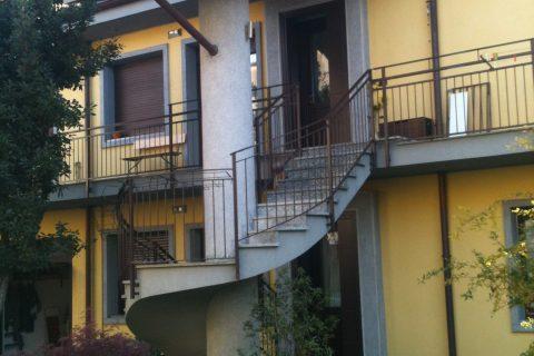 Ristrutturazione Abitazione Bifamiliare con recupero sottotetto